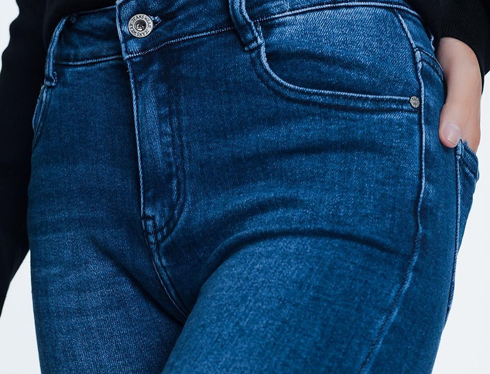 Skinny Jeans With Raw Hem in Mid Blue