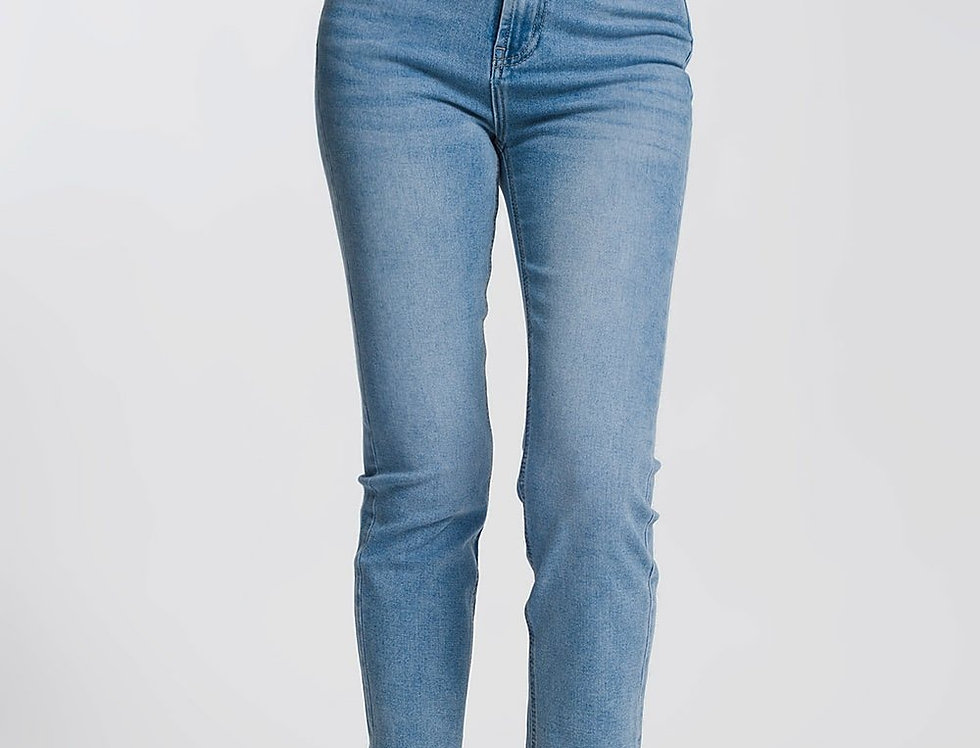 Straight Leg Jeans in Light Blue With Raw Hem