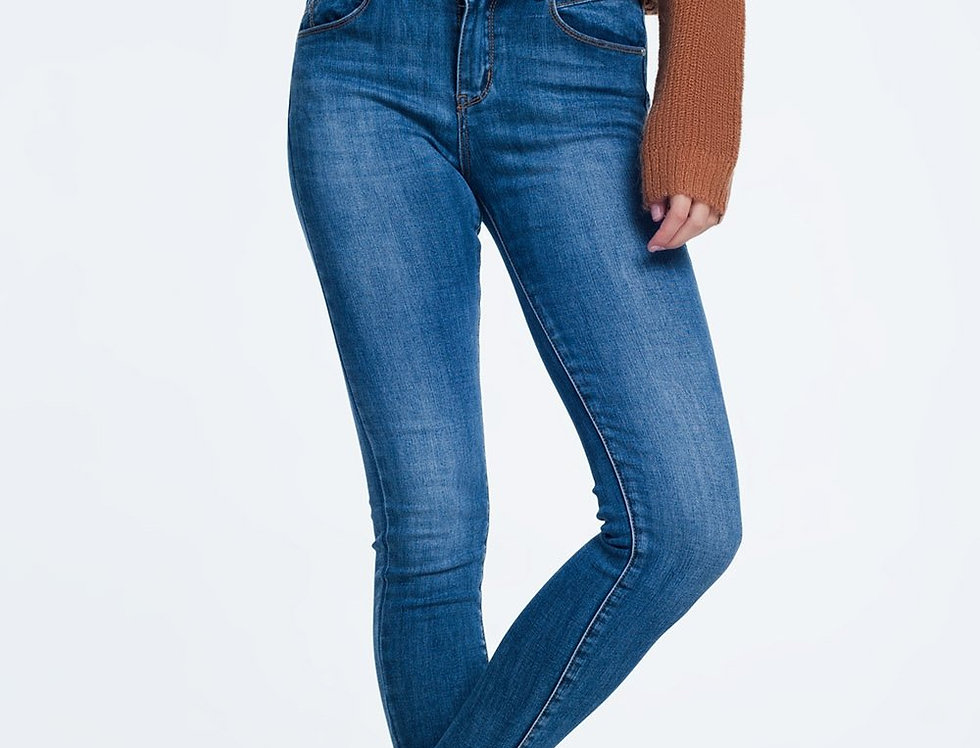 Skinny Jeans in Mid Wash Blue