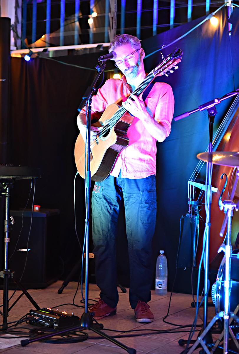 Stephane à la guitare