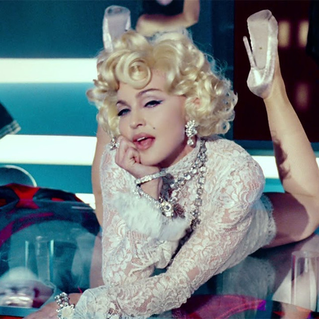 Madonna feat. M.I.A. and Nicki Minaj - Give Me All Your Luvin'