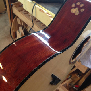 The paw print soundhole is really cool!!