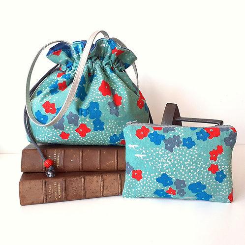 Combiné sac à main Luna petites fleurs bleu-rouge fond vert et pochette
