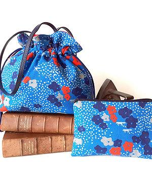 Combiné sac à main Luna petites fleurs bleu-rouge fond bleu et pochette