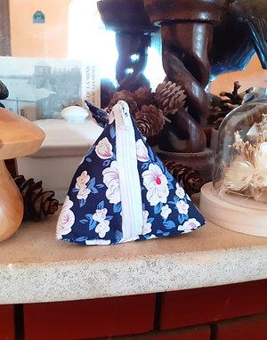 Pochette berlingot pétunia blanc fond bleu marine