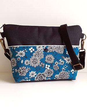Sac bandoulière Alix-fleurs noires fond bleu