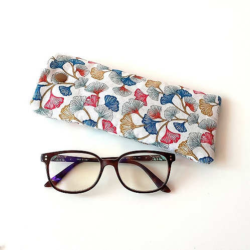 Etui à lunettes feuilles gingko fond blanc