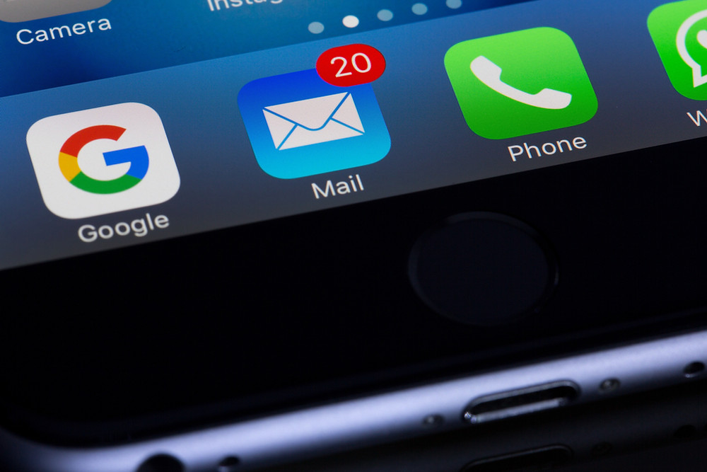 App icons showing the mail icon with 20 new messages