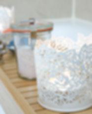 Badezimmer mit Dusche und Badewanne - Ferienwohnung Narzisse Bad Aussee