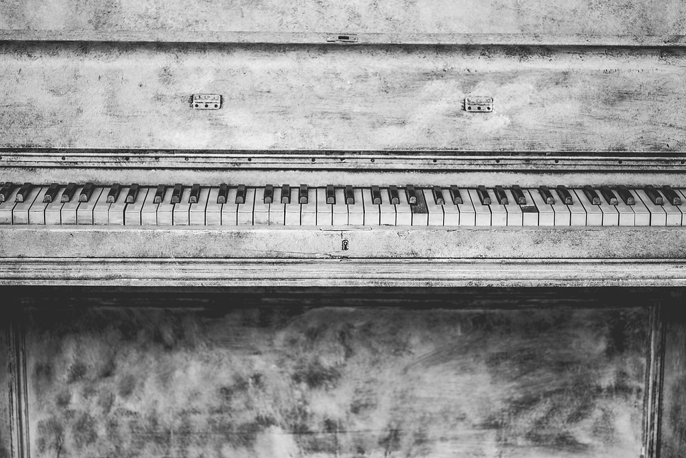 Old piano black and white