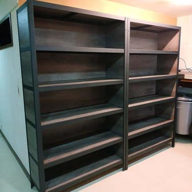 角鋼櫃-美芯板龐貝黑杉+黑砂紋角鋼+封孔柱+背側封板