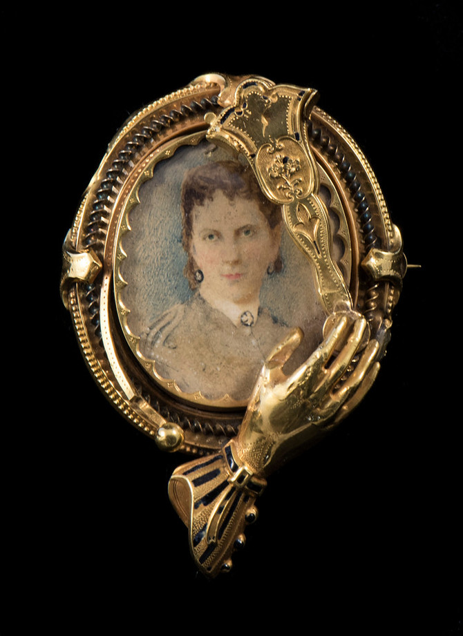 Fashion - Portrait Brooch