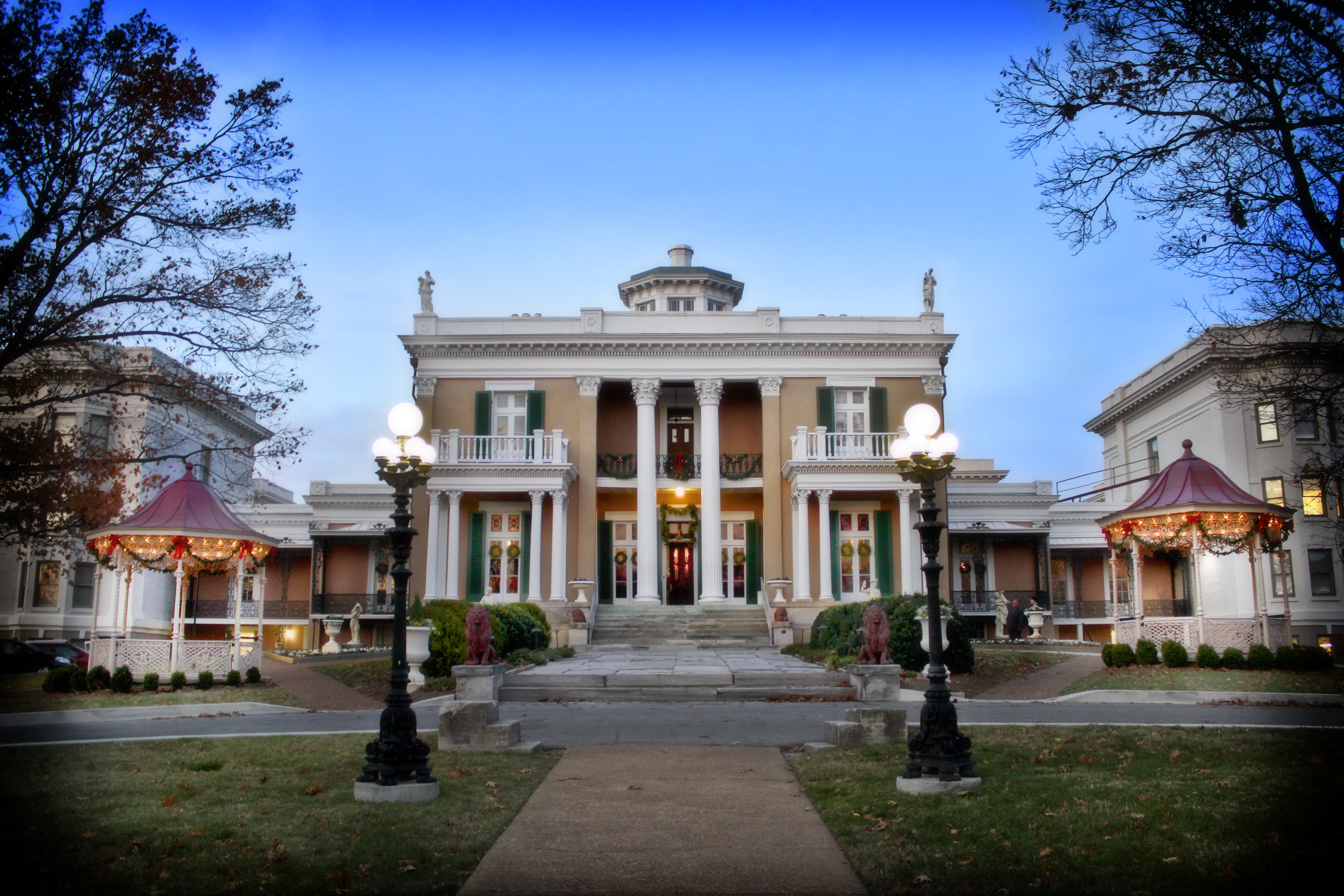 Belmont Mansion Christmas Exterior