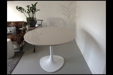 TABLE RONDE PIERRE QUARTZ