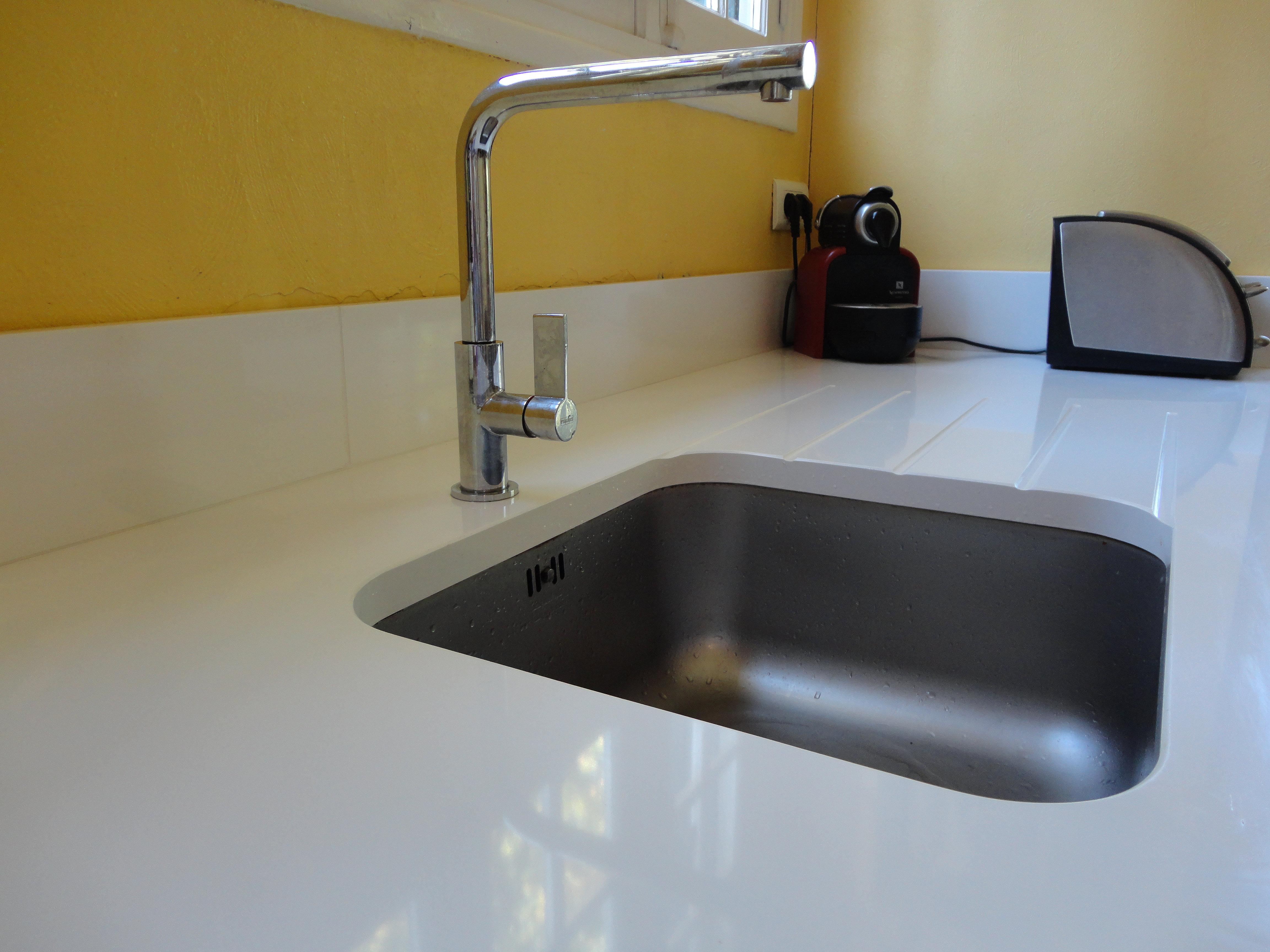 plan de travail cuisine quartz blanc. Black Bedroom Furniture Sets. Home Design Ideas