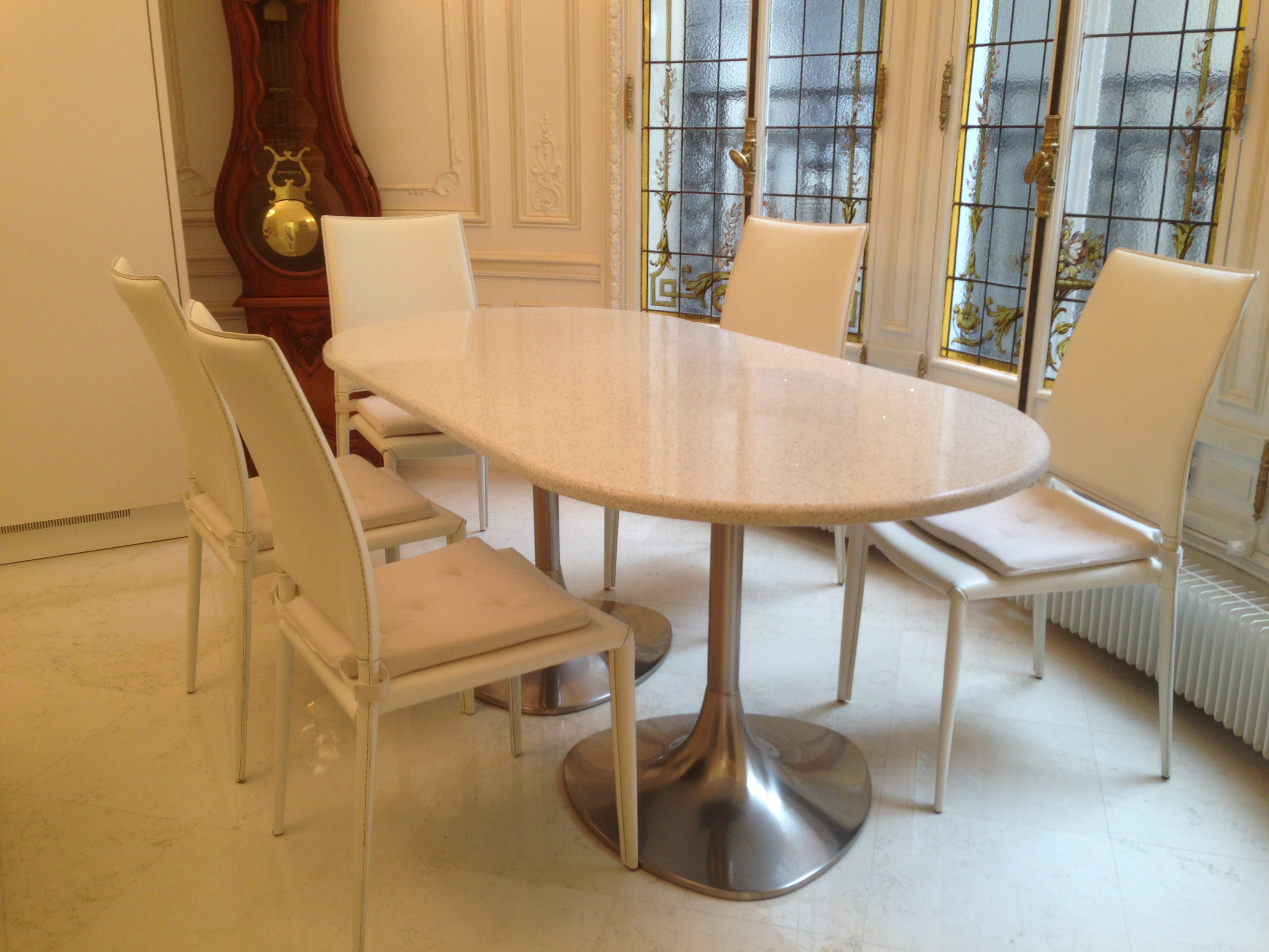table en quartz FORME OVALE