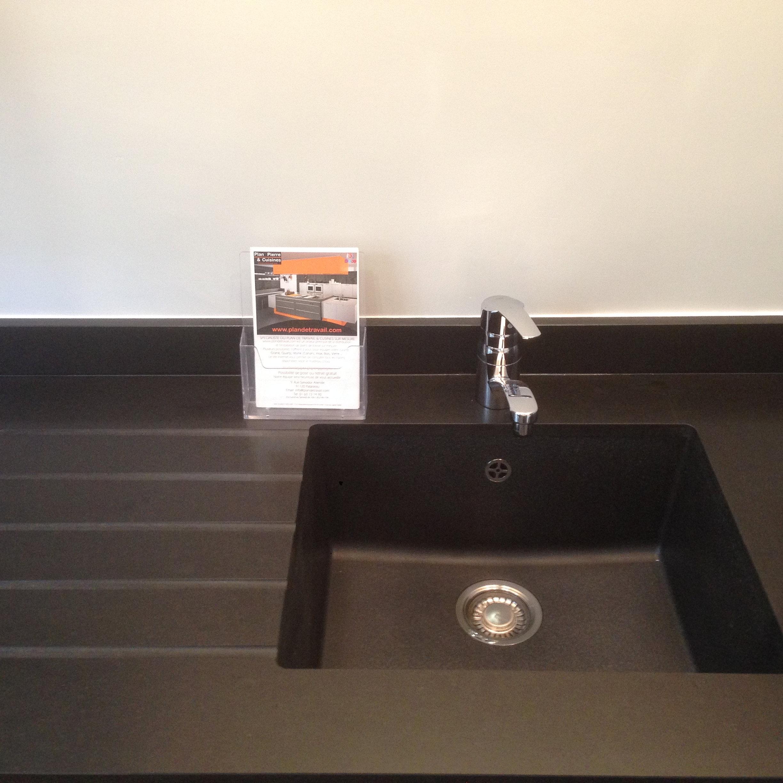 plan de travail granit quartz table en mabre paris essonne plan de cuisine granit noir. Black Bedroom Furniture Sets. Home Design Ideas