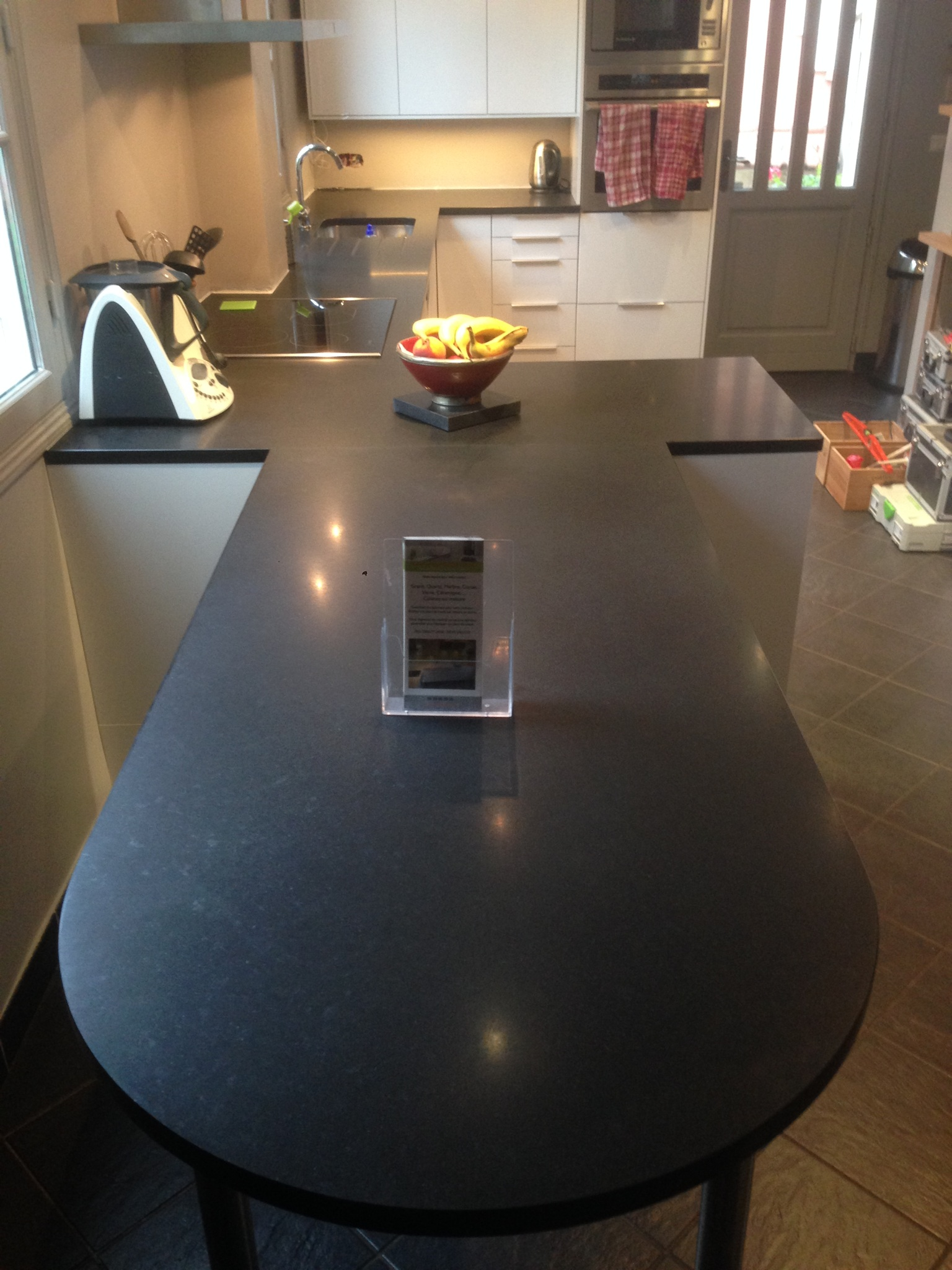 TABLE EN GRANIT SUR MESURE