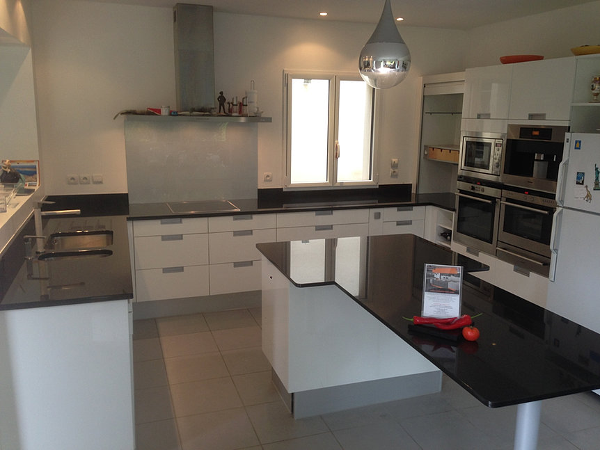 plan de travail cuisine pierre granit paris marbre corian. Black Bedroom Furniture Sets. Home Design Ideas