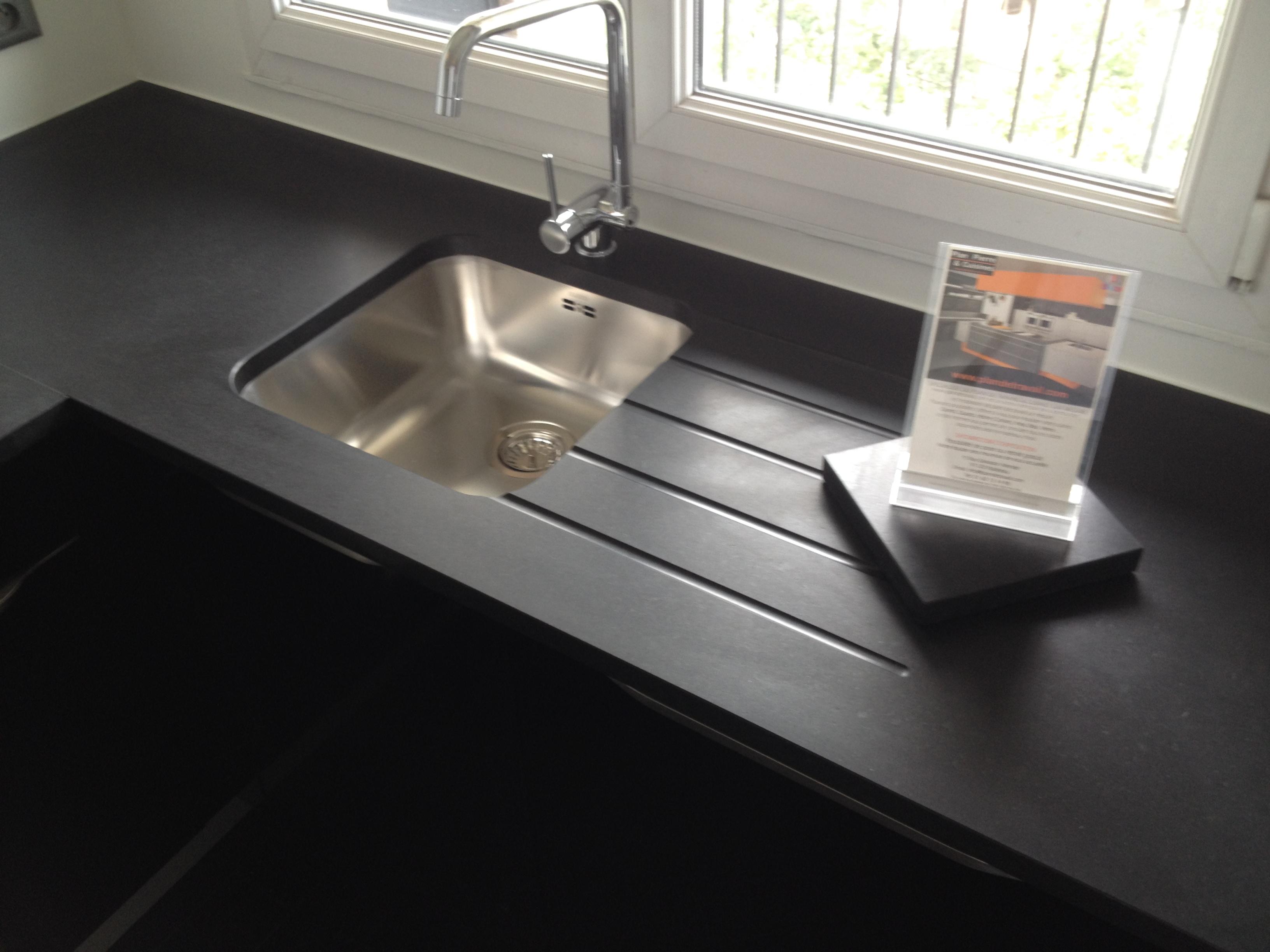 evier noir sur plan de travail noir. Black Bedroom Furniture Sets. Home Design Ideas