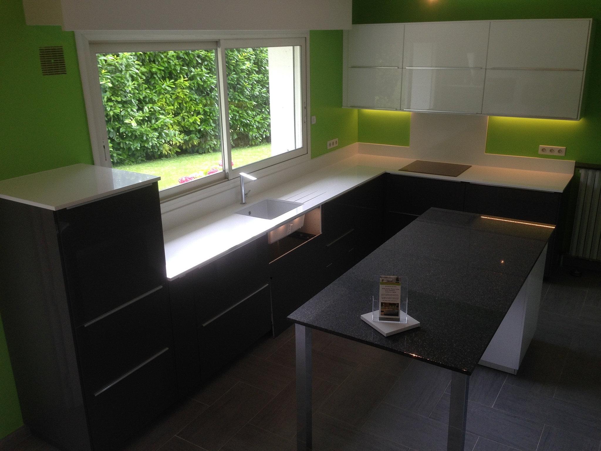 plan de travail granit quartz table en mabre paris essonne table en quartz sur mesure. Black Bedroom Furniture Sets. Home Design Ideas