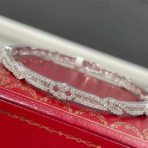 18ct White Gold 3.89ct Diamond Bangle