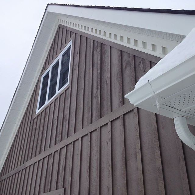 This board and batten siding was locally sourced from our favourite saw mill 📍#chisholmlumber ._._.