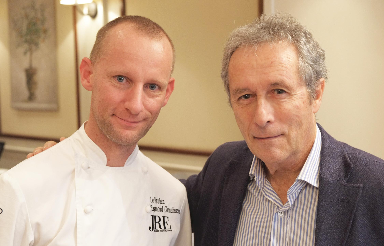 Raymond Cornelissens, l'hôte de l'événement, et le journaliste et critique culinaire Jacques Gantié