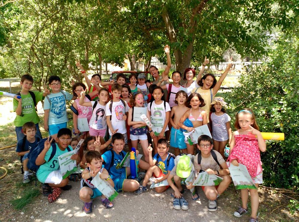 Uno de los grupos de niños participantes durante el verano de 2015 en el espacio de ecología