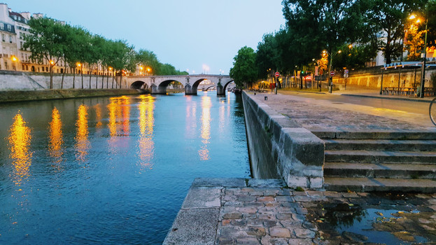 Pont Marie at dawn