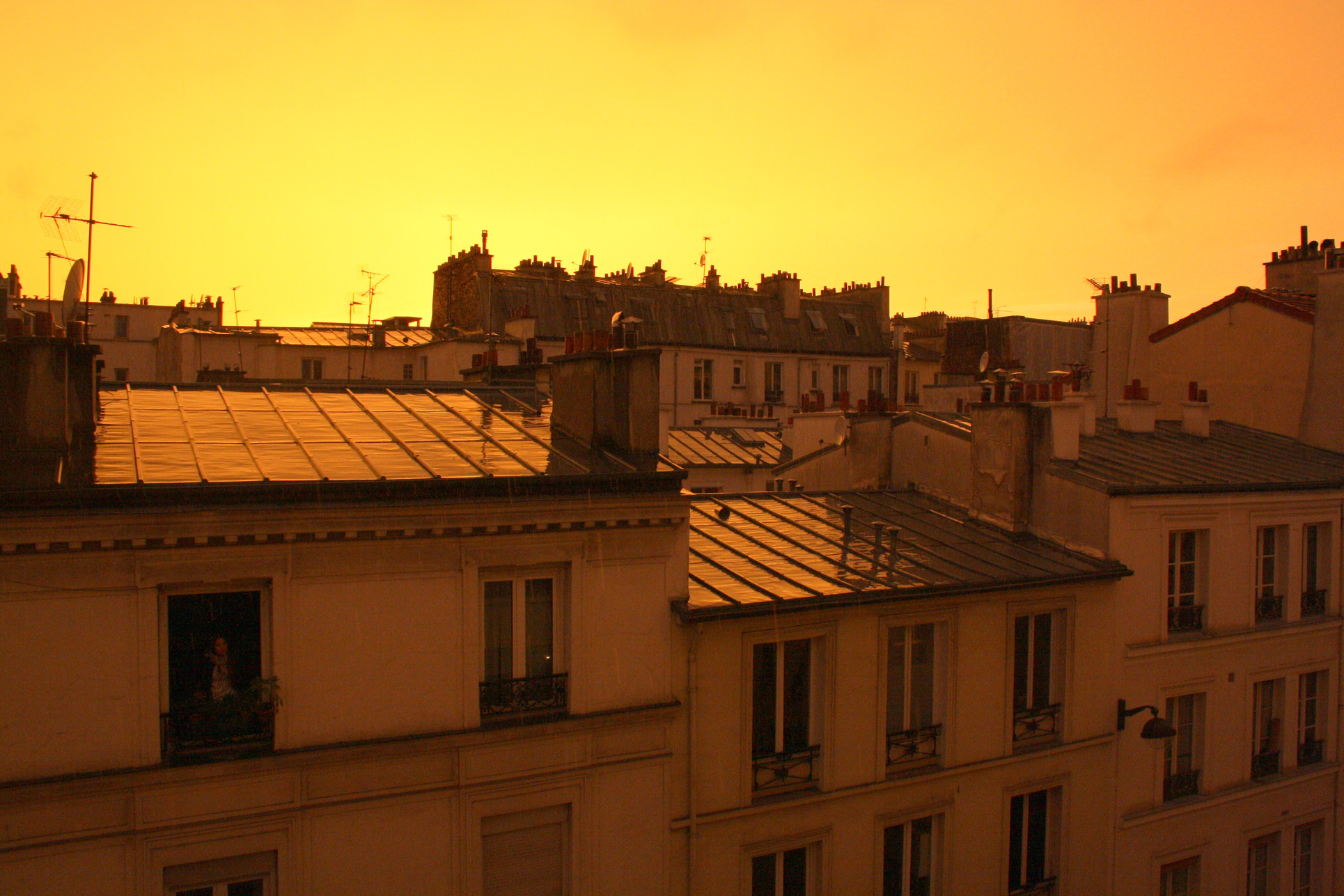 The mellow yellow sunset on Paris roofs