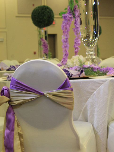 Lilac and champage chair decor