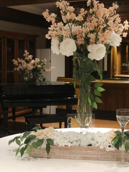 Receiving table decor