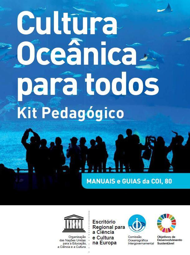 """capa do kit pedagógico """"Cultura Ocênica para todos"""". Nela aparecem crianças observando um áquario marinho"""