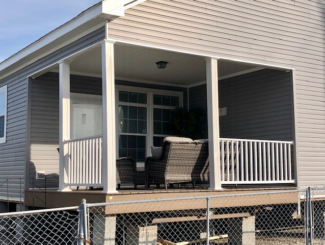 Yarbrough exterior porch pic 2.jpg