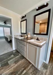 Greystone Mst Bath pic 3.jpg