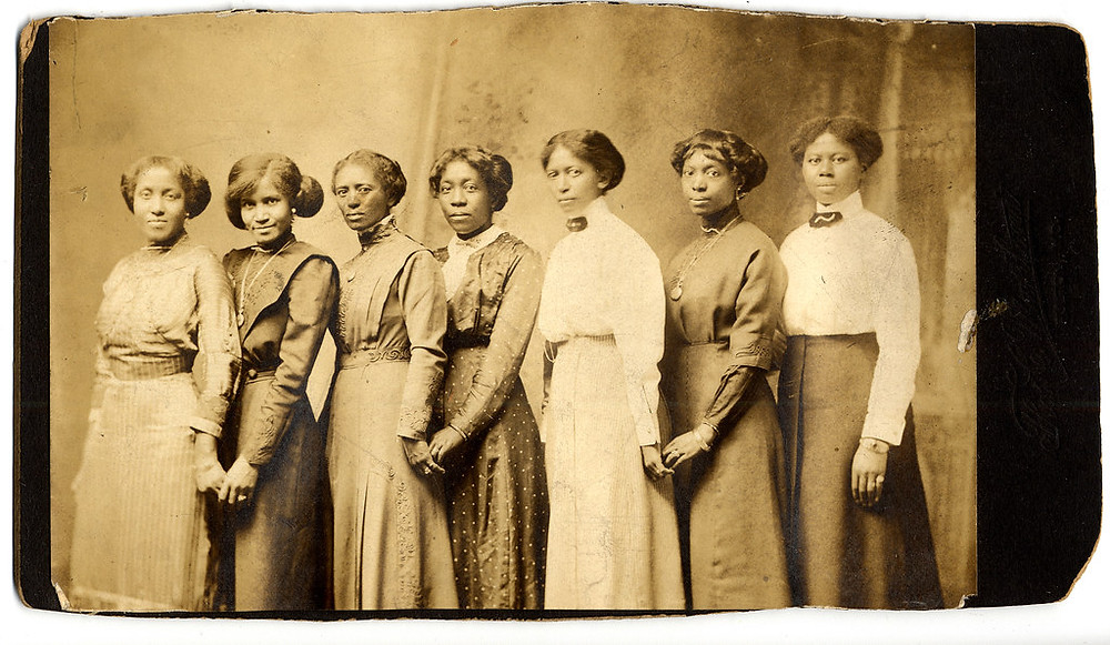 black women holding hands in the 1800s