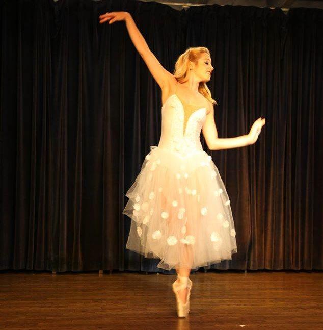 Ballet Dancer Pointe