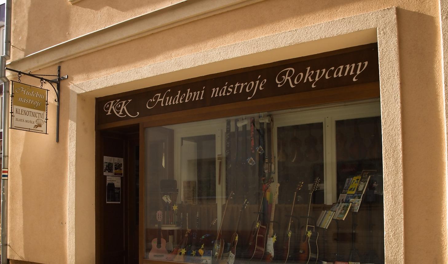 Nový obchod, průčelí_edited