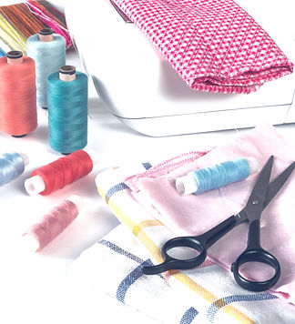 Multicolored sewing thread, sewing machi