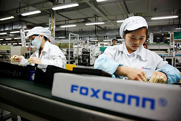 100642777-foxconn-worker-assembly-line-g