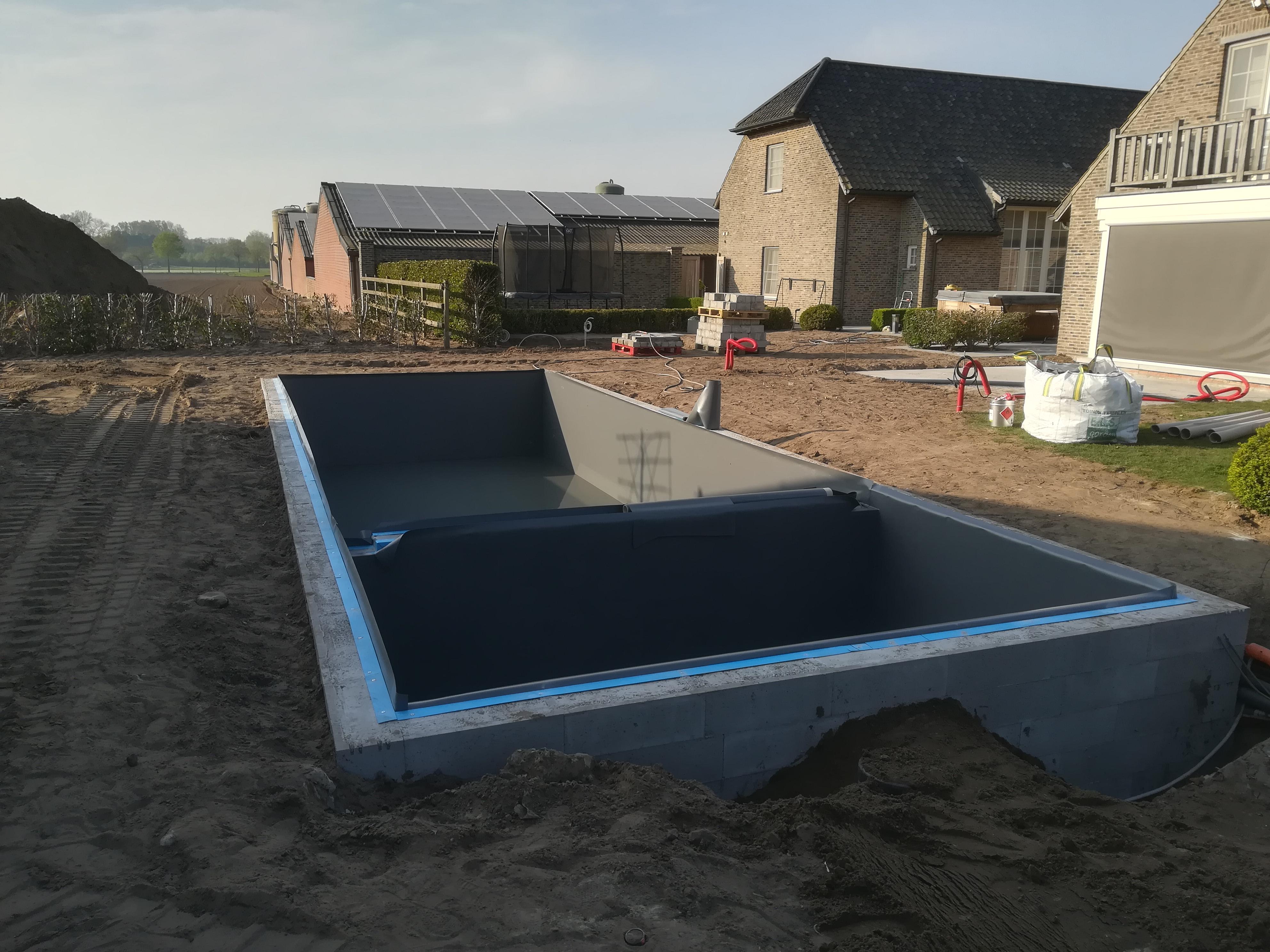bouw zwemvijver