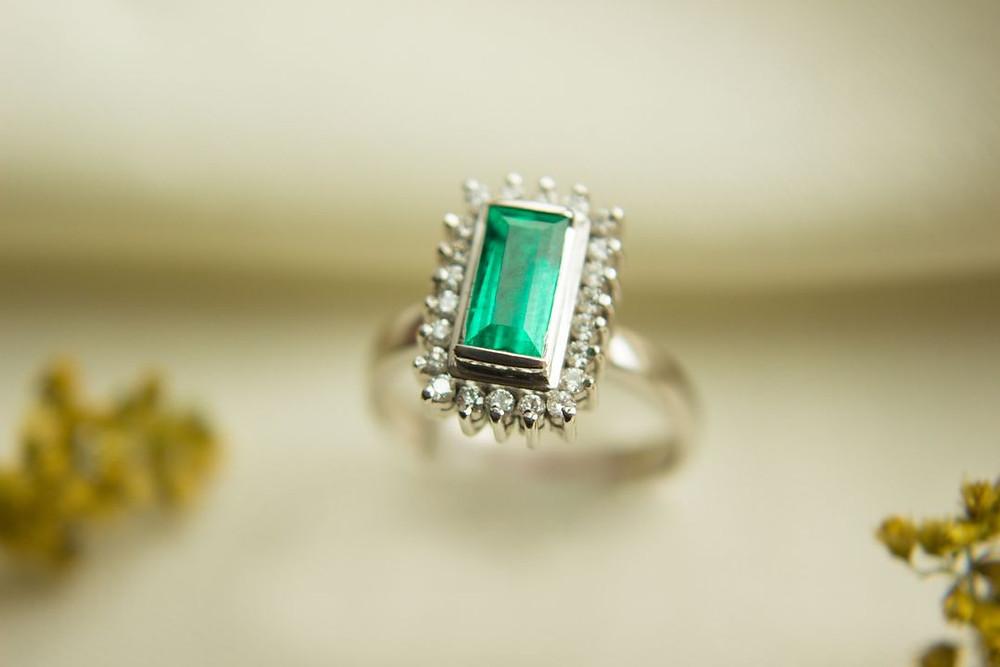 Comparación Esmeraldas vs Diamantes