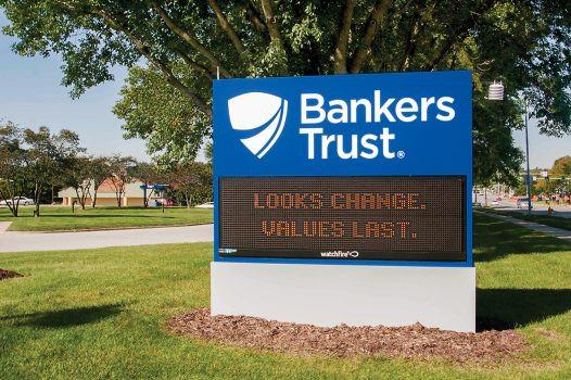 1240_bankers_002-526x350.jpg