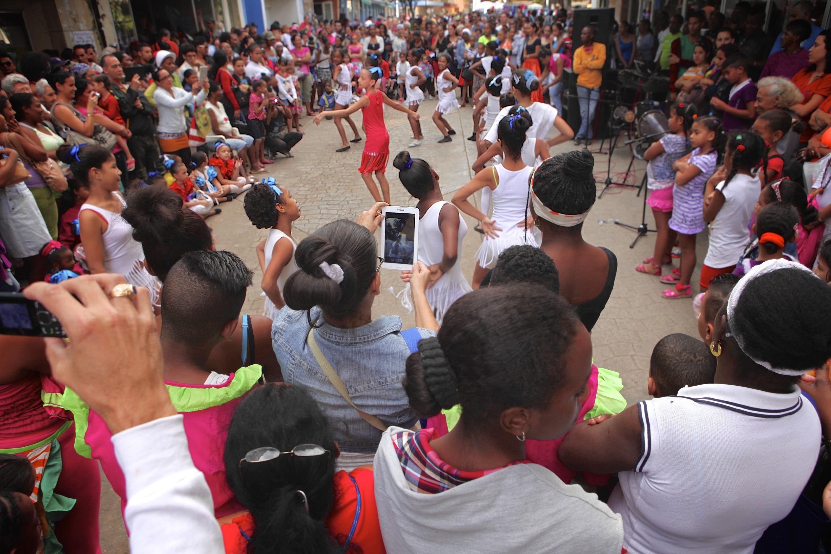 Dance Performance – Calle Neptuno