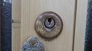 玄関引き戸 召し合わせ錠加工交換作業 富山の鍵屋