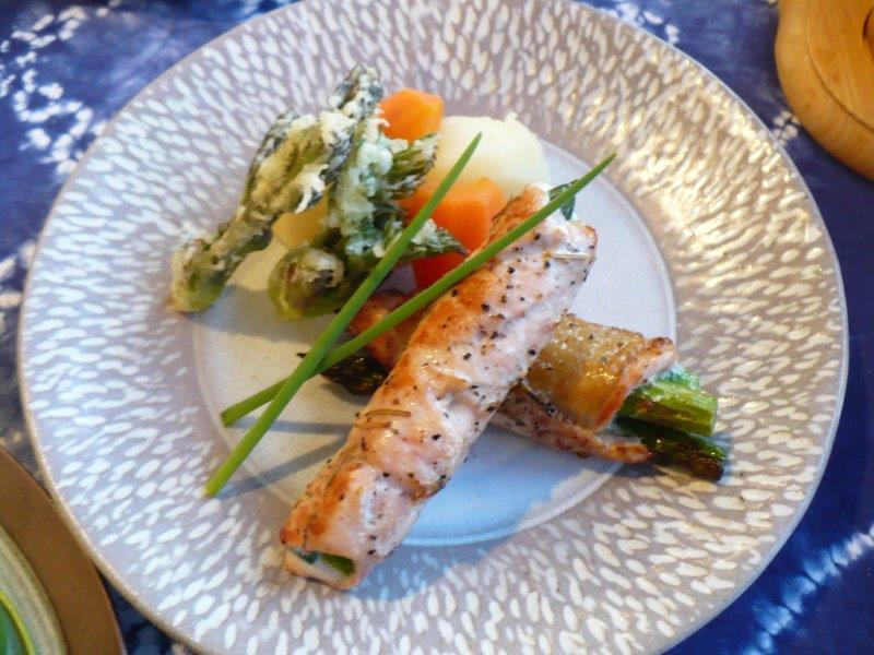 地元アスパラのポーク巻きと山菜