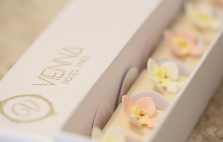 Caixa com Bombons Mini Orquídea em Açúcar