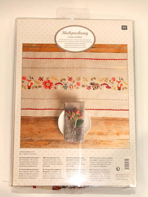 Chemin de table broderie traditionnelle Automne