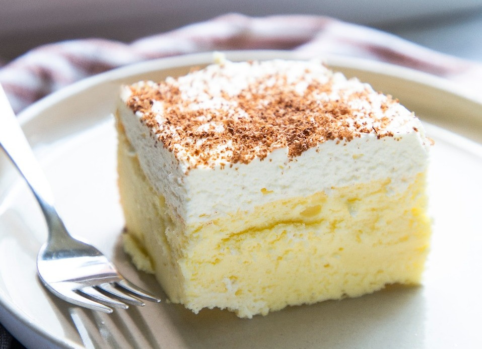 The best ever cheesecake with vanilla cream top